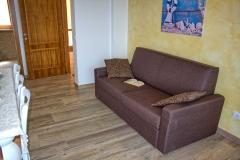 ferienhaus-gardasee-seeblick-wohnzimmer-balkon-07