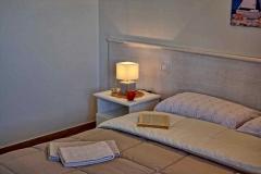 ferienhaus-gardasee-seeblick-ferienwohnung-perla-schlafzimmer-04