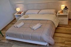 ferienhaus-gardasee-seeblick-ferienwohnung-perla-schlafzimmer-05