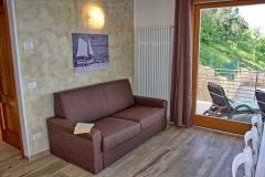 ferienhaus-gardasee-seeblick-ferienwohnung-perla-wohnzimmer-15